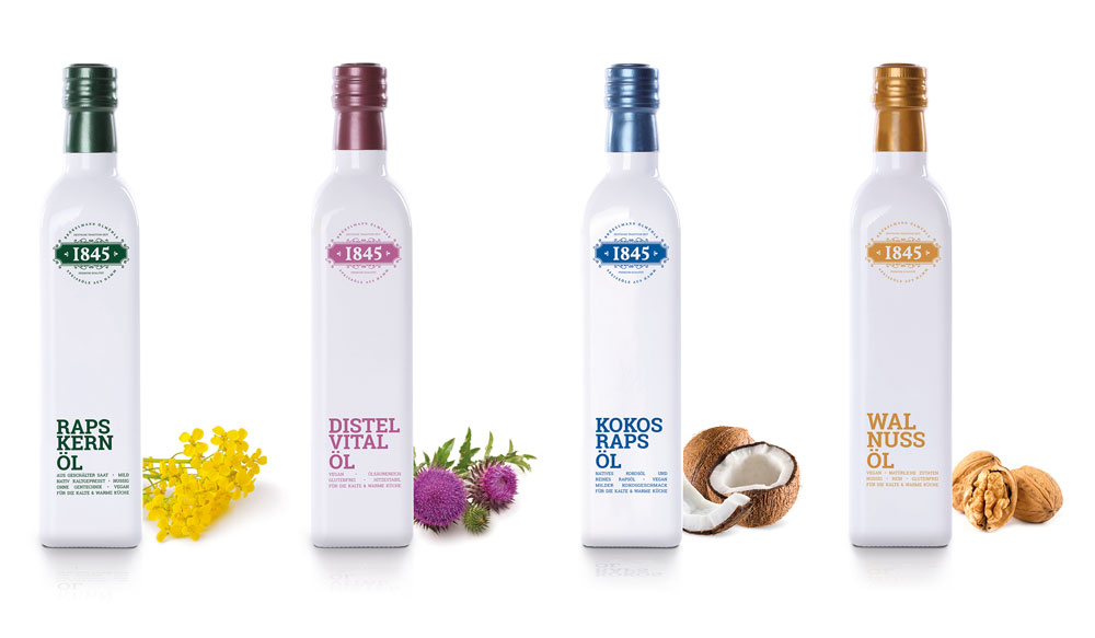 In der weißen Glasflasche ist das Speiseöl gut geschützt.