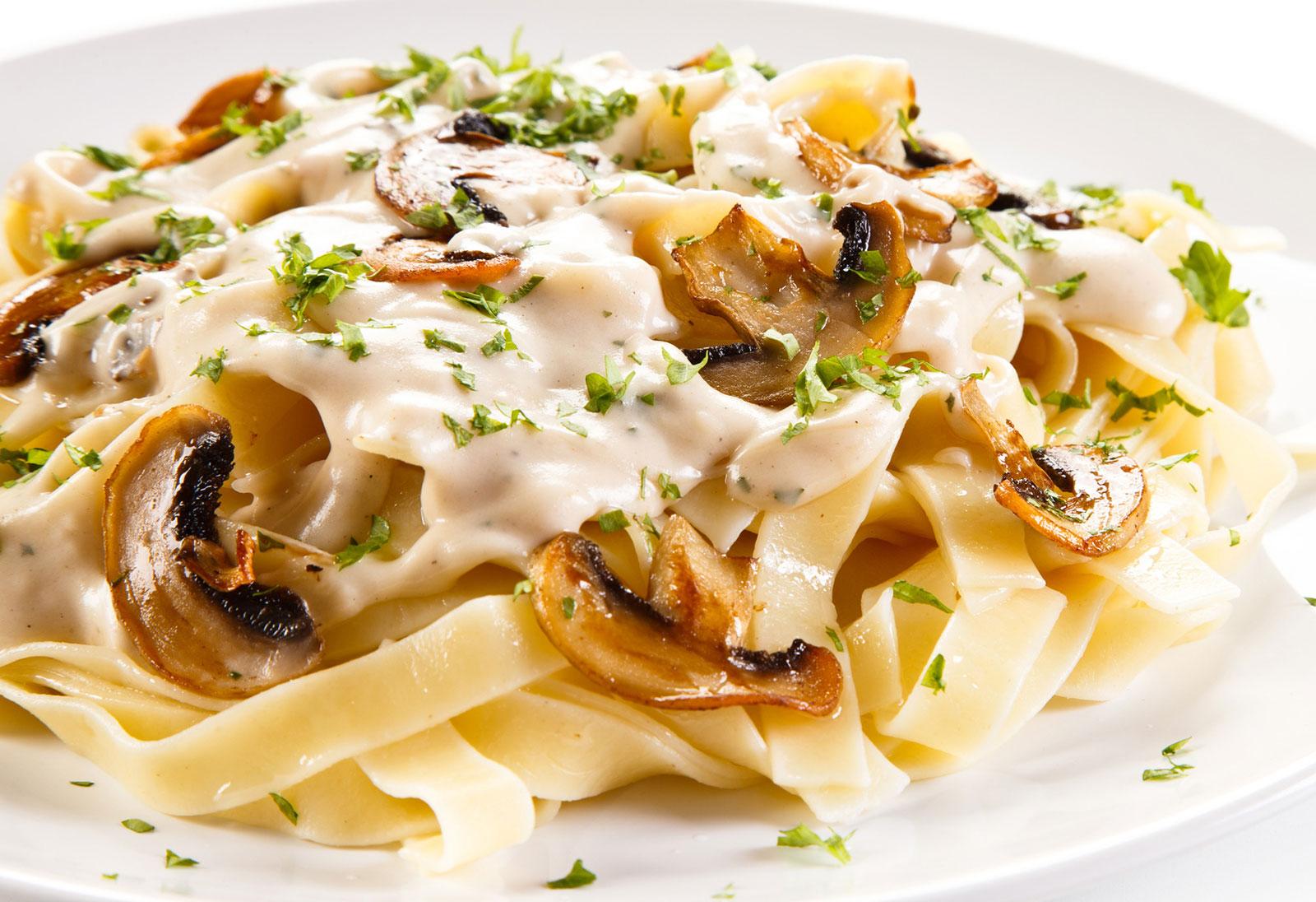 Pasta mit Champignon Rahmsoße 1845 Distel-Vitalöl