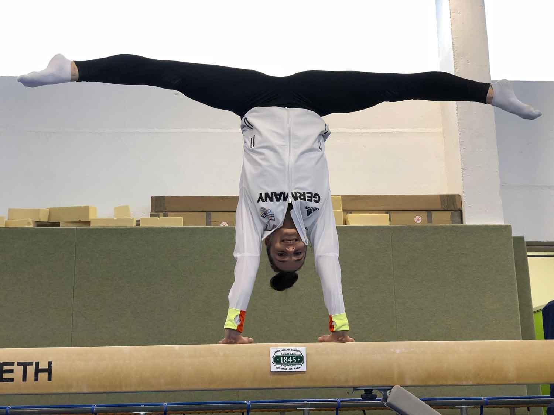 Pauline-Schäfer-top-fit-Spagat-Handstand