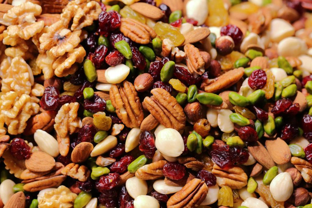 Studentenfutter aus verschiedenen Nüssen und Trockenfrüchten